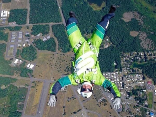 Nhảy từ độ cao 7.000m không cần dù