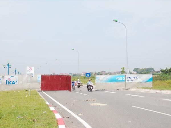 Dự án hơn 2.300 tỷ đồng, sau hơn 2 tháng thông xe vẫn quây rào tôn