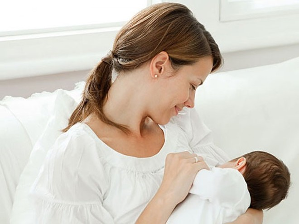 Trẻ sinh non bú mẹ, cải thiện kỹ năng tư duy
