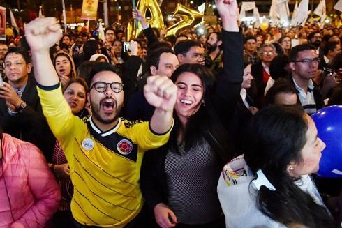 Người dân Colombia vui mừng với thỏa thuận hòa bình lịch sử giữa chính phủ và FARC
