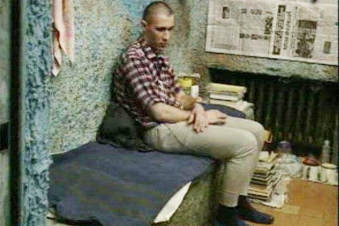 Sergei, kẻ sát hại 11 bé trai, trong phòng giam trước ngày bị xử bắn