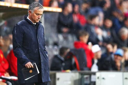 HLV Mourinho đau đầu giải bài toán lực lượng trước thềm derby Manchester