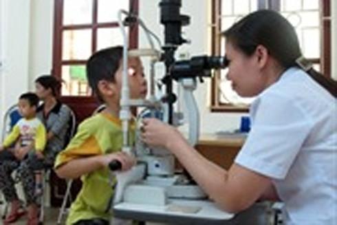 Đau mắt đỏ rất dễ lây lan, nhất là trong môi trường học sinh ngủ chung như mầm non, tiểu học