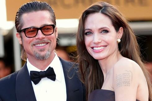 Angelina Jolie và Brad Pitt chia tay sau hai năm vợ chồng.