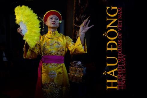 Nhiếp ảnh gia Mỹ xuất bản sách về nghi lễ Hầu đồng