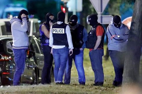 Cảnh sát Pháp truy bắt nghi phạm khủng bố ở Boussy-Saint-Antoine gần Paris