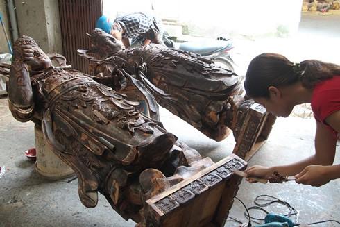 Người Sơn Đồng rất kỳ công trong việc hoàn thiện tác phẩm