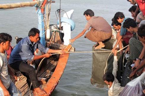Indonesia hỗ trợ ngư dân Malaysia trong trường hợp khẩn cấp ảnh 1