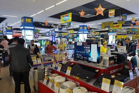 Ùn ùn mua sắm trong Ngày Vàng khuyến mại ảnh 1