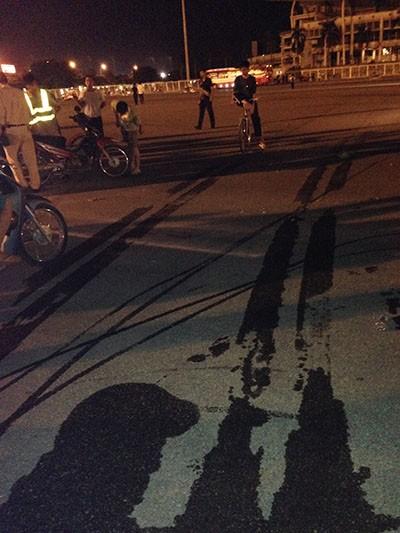 Xe khách tông cô gái đi xe máy, ngay trước sân vận động Mỹ Đình ảnh 4
