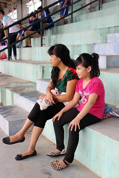 Hình ảnh đẹp của các cổ động viên tại giải bóng đá học sinh THPT Hà Nội ảnh 6