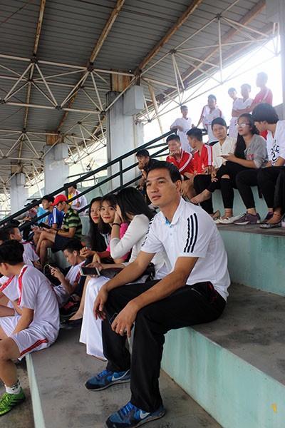 Hình ảnh đẹp của các cổ động viên tại giải bóng đá học sinh THPT Hà Nội ảnh 5