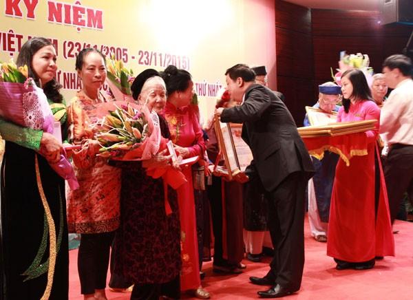 """Kỷ niệm Ngày Di sản văn hóa Việt Nam và lễ phong tặng """"nghệ nhân ưu tú"""" ảnh 6"""