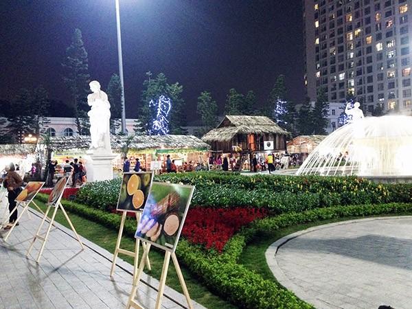 Hội chợ đặc sản vùng cao Việt Nam hiện lên với vẻ đẹp long lanh giống như một đêm dạ tiệc dưới tiết trời 18 độ C của Thủ đô