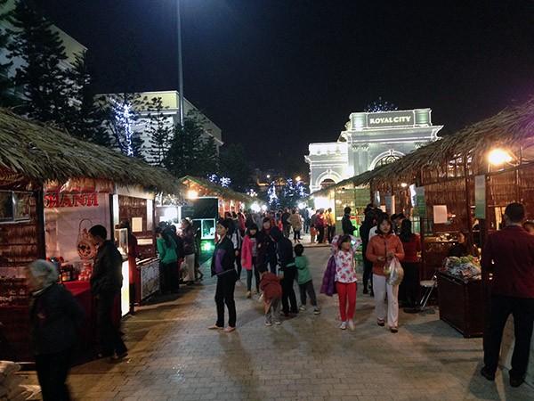 Khuôn viên hội chợ được thiết kế thiên về truyền thống, dân gian, đem tới sự gần gũi cho người dân Thủ đô và sự tò mò cho thế hệ trẻ