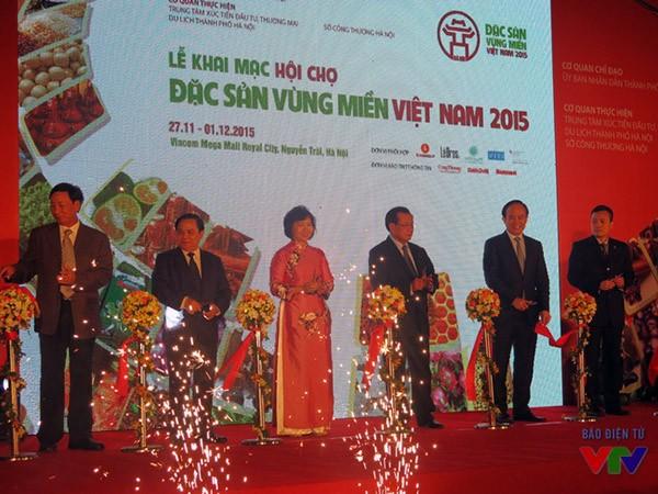 Lễ khai mạc Hội chợ Đặc sản vùng miền Việt Nam tối ngày 27/11. Nguồn ảnh: vtv.vn