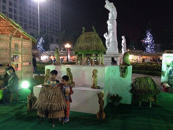 Ban tổ chức chú trọng tới khu vực chụp ảnh cũng mang âm hưởng truyền thống, dân gian