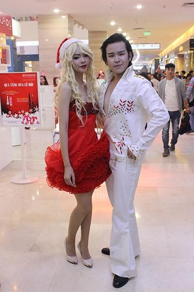 Trẻ em Hà Nội háo hức với lễ hội được hóa trang thành Ông già Noel ảnh 7