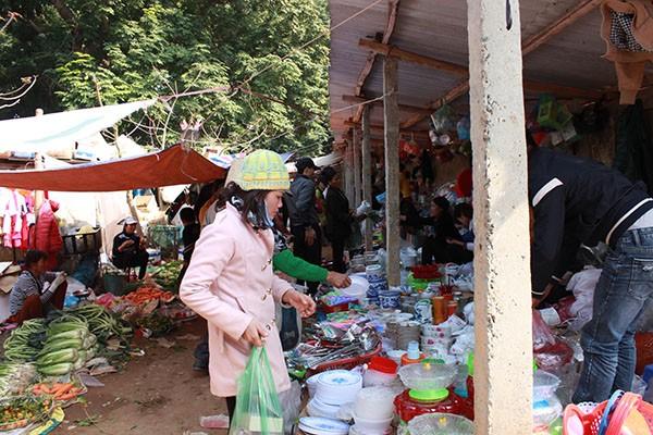 Đặc sắc phiên chợ quê trên đất Thạch Thất ngày cuối năm