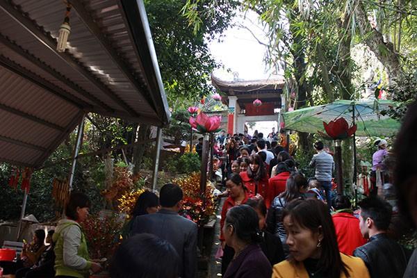 Tục lệ lên chùa ngày Tết của người Việt ảnh 5