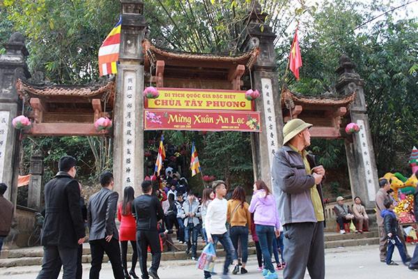 Tục lệ lên chùa ngày Tết của người Việt ảnh 3