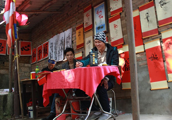 Tục lệ lên chùa ngày Tết của người Việt ảnh 9