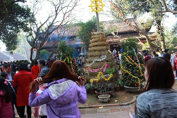 Tục lệ lên chùa ngày Tết của người Việt ảnh 6