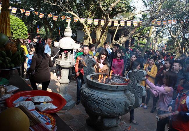 Tục lệ lên chùa ngày Tết của người Việt ảnh 8