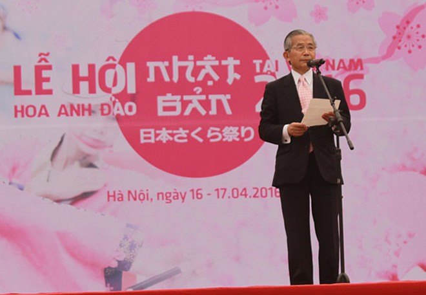 Trưởng ban tổ chức phía Nhật Bản, ông Yushita Hiroyuki, nguyên Đại sứ đặc mệnh toàn quyền Nhật Bản tại Việt Nam phát biểu tại Lễ hội.