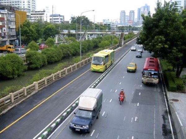 Buýt nhanh BRT Hà Nội và các nước ảnh 7