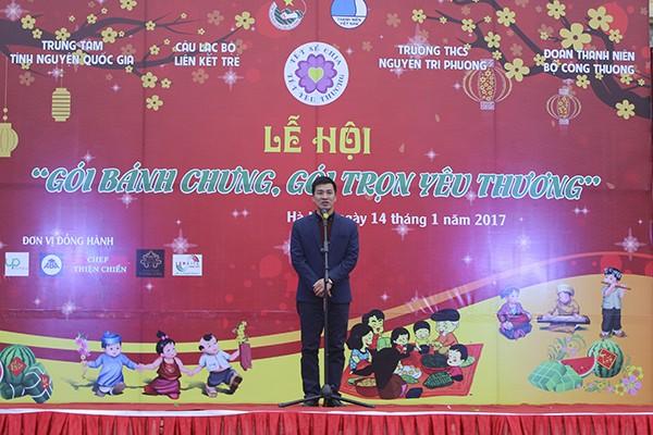 """Anh Vũ Minh Lý, Giám đốc Trung tâm Tình nguyện Quốc gia phát biểu khai mạc lễ hội """"Gói bánh chưng, gói trọn yêu thương""""."""