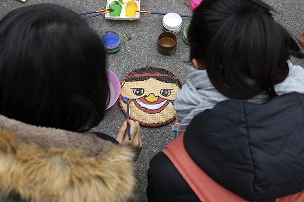Lễ hội Gói bánh chưng trao yêu thương đến trẻ em vùng cao ảnh 4