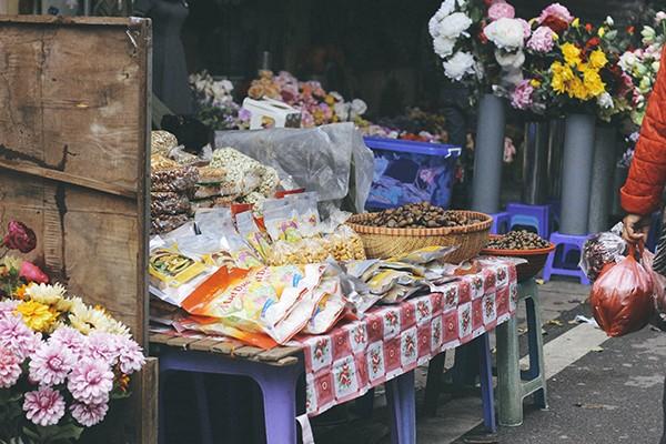 Một vòng chợ hoa Hàng Lược trước thềm Tết Đinh Dậu ảnh 9