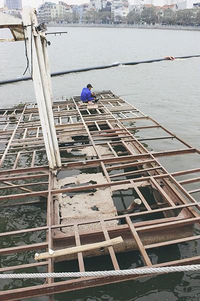 Hàng loạt tàu thuyền cũ nát bỏ hoang ở một góc hồ Tây ảnh 7