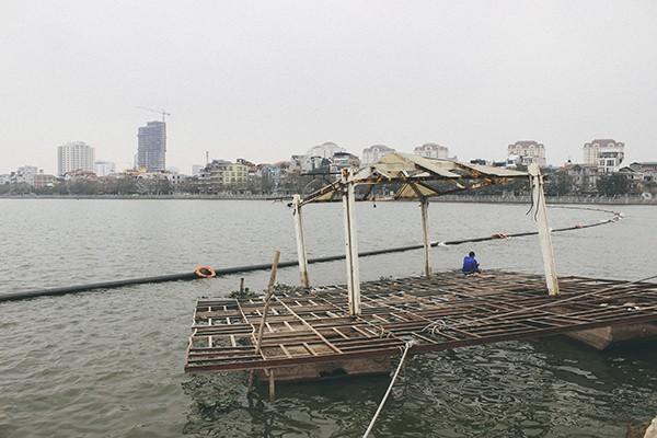 Hàng loạt tàu thuyền cũ nát bỏ hoang ở một góc hồ Tây ảnh 6