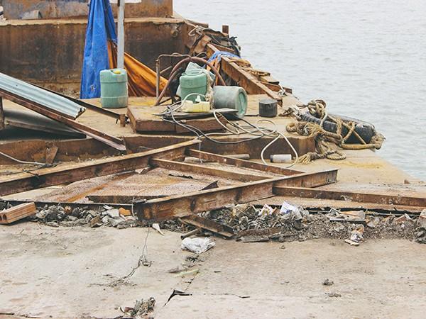 Hàng loạt tàu thuyền cũ nát bỏ hoang ở một góc hồ Tây ảnh 3