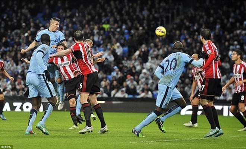 Man City hoàn toàn vượt trội trong hiệp thi đấu đầu tiên