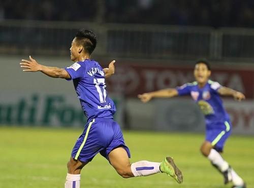 Văn Thanh đưa trận đấu về vạch xuất phát (Ảnh: VNE)