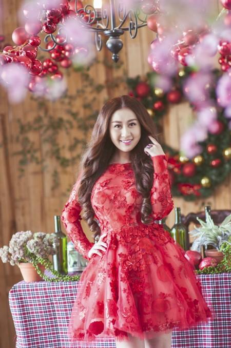 Kim Trang nồng nàn sắc đỏ đón Giáng sinh ảnh 4