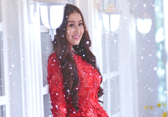 Kim Trang nồng nàn sắc đỏ đón Giáng sinh ảnh 6