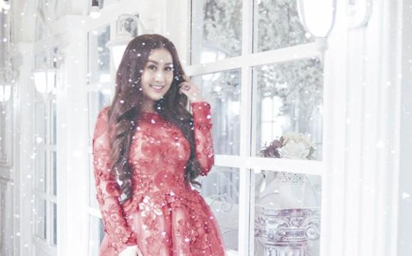Kim Trang nồng nàn sắc đỏ đón Giáng sinh ảnh 5