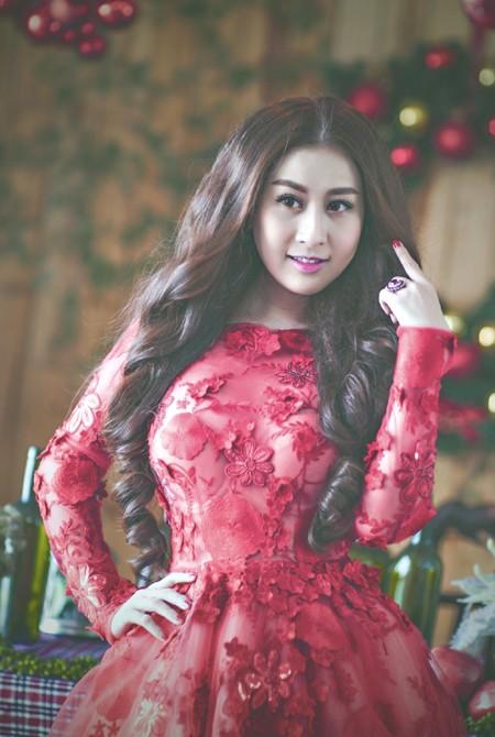 Kim Trang nồng nàn sắc đỏ đón Giáng sinh ảnh 3