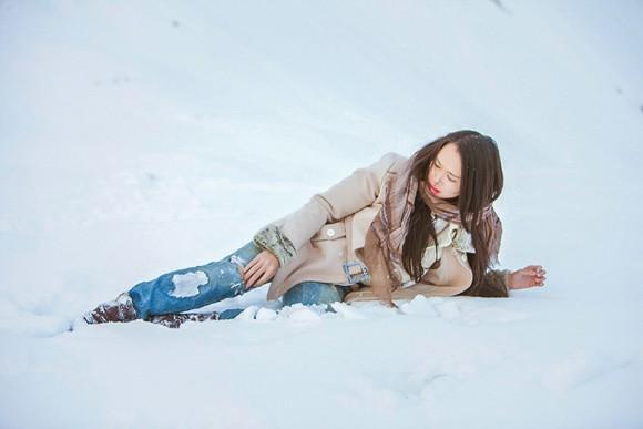 Top 5 Hoa hậu Ngọc Anh vật lộn trong tuyết lạnh ảnh 2