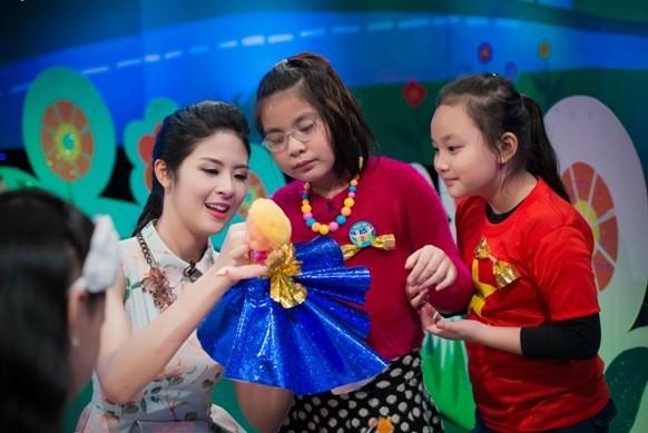 """Hoa hậu Ngọc Hân bật mí kỷ niệm ăn 2 """"bữa lươn"""" một ngày ảnh 8"""
