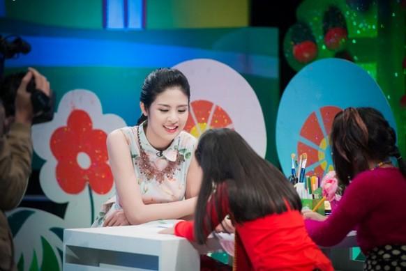 """Hoa hậu Ngọc Hân bật mí kỷ niệm ăn 2 """"bữa lươn"""" một ngày ảnh 3"""
