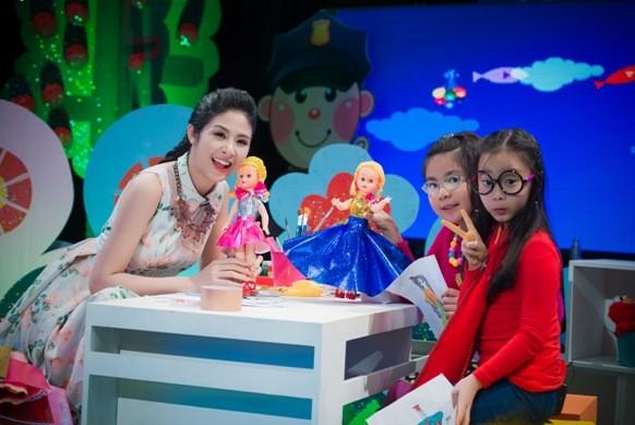 """Hoa hậu Ngọc Hân bật mí kỷ niệm ăn 2 """"bữa lươn"""" một ngày ảnh 9"""