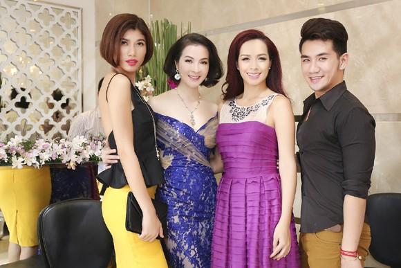 Dàn sao hội tụ chúc mừng MC Thanh Mai ảnh 10