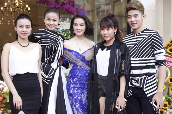 Dàn sao hội tụ chúc mừng MC Thanh Mai ảnh 8
