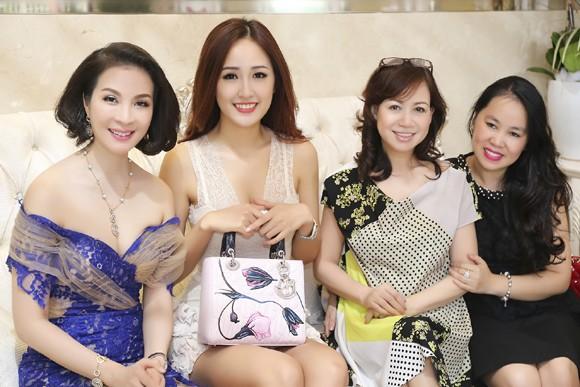 Dàn sao hội tụ chúc mừng MC Thanh Mai ảnh 4