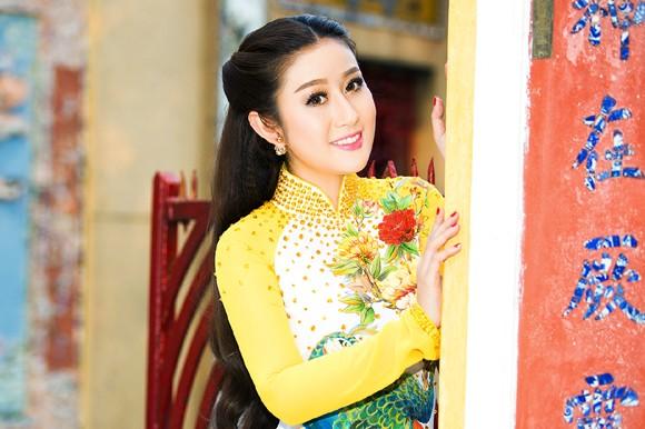 MC Kim Trang rạng ngời lên chùa cầu… duyên ảnh 2